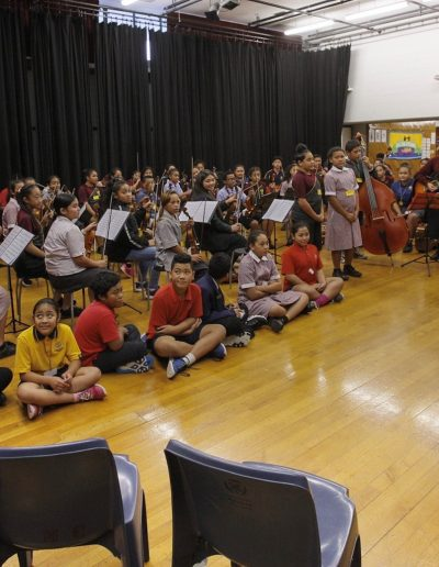 Bill Takerei welcomes the PM to Sistema Aotearoa