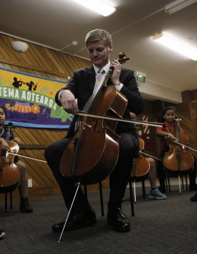 PM participating in a Sistema cello lesson